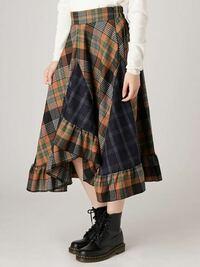 写真のような裾がアシンメトリーになっているスカートを持っているのですが丈が長いので裾上げしたいです アシンメトリースカートで裾上げって難しいですか? またおすすめのお洋服がお直しできるお店も教えてい...