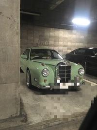 某駐車場で珍しい車発見。どのメーカーなのかさっぱりわかりません。 どなたか知っておられる方教えて頂きたいのですが。