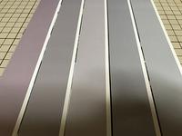 同じソフト(フォトショップ)で同じ色を同じプリンター(エプソンEP-807AW)で印刷したのですが、画像のようにまったく違う色になってしまいました。(印刷した後に切ったものです。 ) これは何が原因かご存じありませんか?