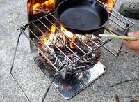 写真のような焚き火の上に鍋を置く網のようなものを買いたいのですがなんて検索すれば出てくるのがわかりません。名称分かる人教えてください!