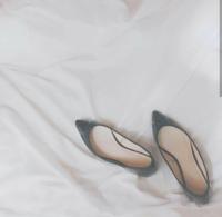 最近見かけるこういう画像の白い布のようなものはなんですか?シーツかなんかですか?