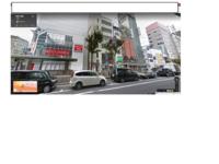 道路標識と駐車違反について質問させて頂きます。  大阪、難波のまさにこの写真の場所に21時頃駐車し、21時30分頃に戻ると駐車違反のシールが貼られていました。 よくよく見ると、歩道の方に駐車料金の機械がありました。 当初は良く見なかった自分が悪かったと思っていたのですが、駐車する際標識に「8-22P60分」とあるのを確認しての駐車でした。 これは8時から22時の間なら60分まで駐車し...
