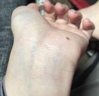 手首の血管が青いとブルベ、緑だとイエベというのを見たのですが私はどっちですか…?