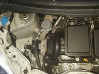 ブースターケーブルのつなぎ方について。アルトエコ(ガソリン車)の救援方法で最後のマイナス端子接続はどこに繋ぐのが良いですか?一般的にはエンジンブロックの金属部分らしいですが良さそうな 所が見当たりません。