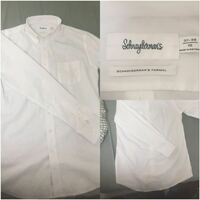 白シャツについて!ユナイテッドアローズのアウトレットで安くなってたので買ったのですが、この白シャツは普段着でも着れますか?出して着るには裾が長いですかね?