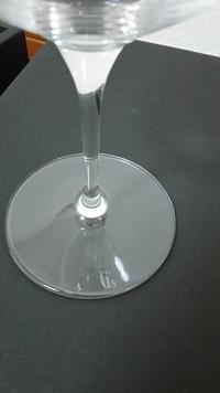 ワイングラスに詳しい方、教えてください!  かなり前に頂いたものですが、 ペアのワイングラス。 ブランドがわかりません。  箱は真っ黒で記載なし。 唯一、グラスの台座にG'sと印 字があります。 画像...