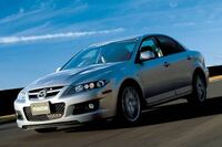 スポーツカーの定義とは まず、スイスポはスポーツカーでしょうか。スポーツカーに分類しても良いと思いますか。  まず、個人的見解から(と言っても自分は高校生なので父の意見) 父はZC33Sを入庫しました。今はLSD挿入とエンジンマウント交換でドックに入ってますが。 父は、結婚前はKP61スターレットの5MT、190ジェミニ イルムシャーRといった感じでGT-R とかNSXみたいなのよりもライト...