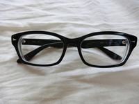 この黒縁レイバンのメガネかけてたらおかしいですか?今時レイバンって・・・ってなりますか?それともレイバン良いよって方居ますか?