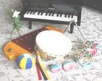 手に持てる小さな楽器 (マラカス、タンバリン、カスタネット..etc)  The Byrds - Mr.Tambourine Man https://youtu.be/sG8_iB9m7tw Manfred Mann - Doo Wah Diddy Diddy https://youtu.be/Uc0x7xOap4I  ザ・スパイダース / 風が泣いている https://y...