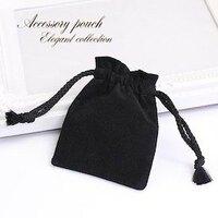中国語でこのネックレスのベルベット素材の巾着袋は漢字でどう書くか教えてください。