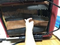 インテグラ タイプR DC2の純正レカロシートについてです。 シートの座面のスポンジを支えている裏側のゴムと布のようなものが破れてしまいました。 座ると座面の中身のスポンジが下に落ちてし まう状態です。 修理などは可能でしょうか??