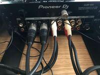 DJに詳しい人教えてください。 パイオニアのDJM450にテクニクスの1200mk5を繋げてスピーカーはfostex pm 0.4という物を使っているのですが、スピーカーから音が出ず、ターンテーブルもrekordboxと連動してません。セッティングの仕方を教えてください! 配線はこんな感じです