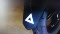 PCX125の三角マークを取りたいのですが、 シールを剥がしても三角の型が残ったりしますかね?それともただシールが貼ってあるだけですか?