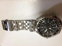 腕時計初心者です。 この知恵袋で見かけたトーチマイスターのダイバーズ時計を買ってみました。 エンジニアブレスをつけてみましたが、カッコいいですかね? セイコーのツナ缶とロレックスの サブマリーナ、パ...