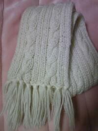 100均のリリアンでマフラーを作りたいのですが、リリアンでも終わりが写真のようにひだみたいになる編み方ができますか?