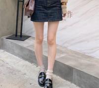 男の人はこれくらいの足の細さがいいんですか? ちょっと肉がついてた方がいいって言う人もいますけど大体の人が細い足が好きな気がするんですが…。 女の人はどうですか?このくらいの足の細さ、どう思いますか?