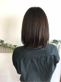 髪を伸ばしている時のメンテナンスの頻度について 7月初めに画像くらいの長さまで整えてもらいました。それ以降髪は切っていません。 カラーなどはしていますが、ヘアケアに力を入れているためそこまで傷みは酷くないです。  現在鎖骨下なのですが、年末〜年明けにカラーに行く時にメンテナンスカットも頼むべきでしょうか? ミディアム〜セミロングにするにはメンテナンスは何ヶ月に1度がいいでしょうか?