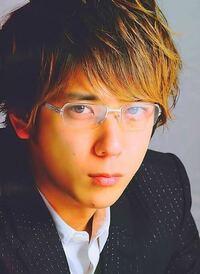 男性の銀縁メガネは、冷たい感じがしますか?
