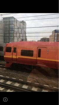 鉄道に詳しい方に質問です。 友達が撮ったこの車両恐らく関東の私鉄の特急だと思われますがどこの鉄道会社で何という特急か分かりますか?