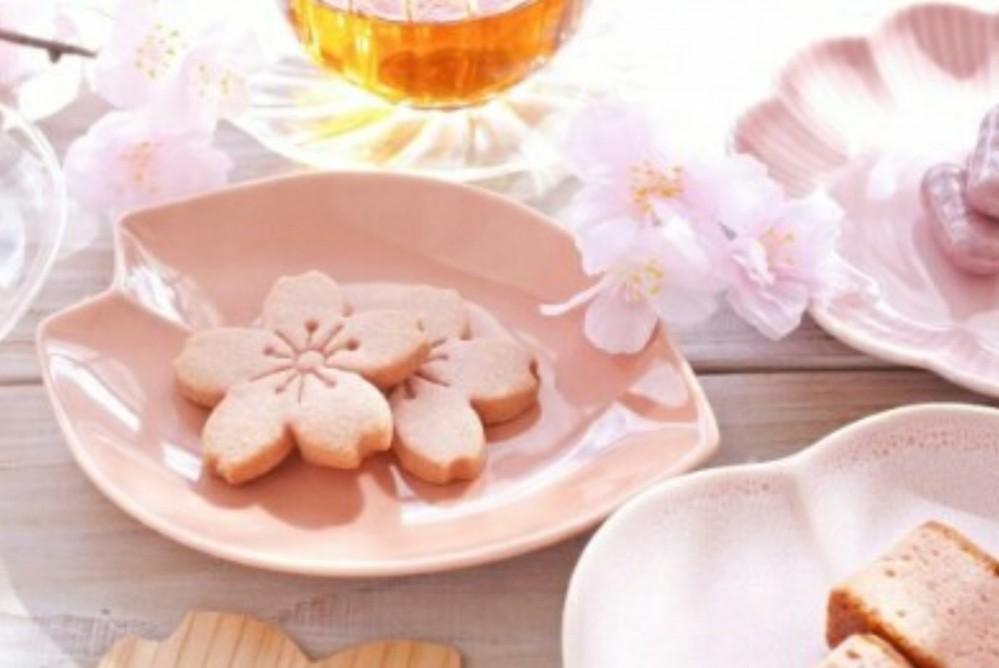 【リクエスト】 リクエストお願いします。。。☆ 『桜』は好きですか? お菓子やお茶はお取り寄せしますか?