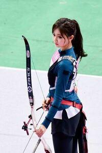 ネットで見た画像なんですけど、この韓国のアーチェリー選手ってなんて方ですか? 検索したところtwiceの方とも出たんですけど、アーチェリー選手ではなくtwiceの方ですかね?