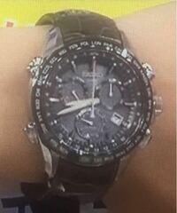 この腕時計のブランドを教えて欲しいです。画像が荒くてすみません(:_;) CASIO (カシオ) っぽい気がするのですが、詳しい品番や価格がわかりません。回答お願い致します。  わかりにくいので50枚にしました。回答...