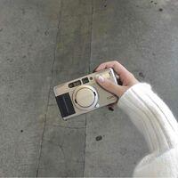 このコンタックスのTVSという機種のフィルムカメラが欲しいんですがカメラのキタムラとかに行ったら買えますかね?それと新品と中古品どちらがいいのでしょうか?