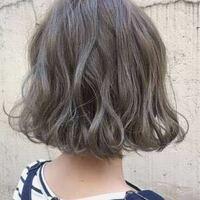 この髪色にしたいです! 色落ちした際どのような色になりますか? ピンクグレージュにしようと思ったのですが、色落ちするとオレンジっぽくなると聞いてやめました!