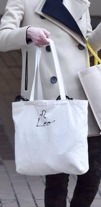朝美絢さんの私物についてです。 あーさのトートバッグ?がどこのブランドか知りたいのですがいくら調べても出てきません どうか知っている方がいたら教えて頂けないでしょうか。