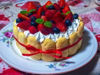 娘の手作りのわたしの 誕生日プレゼントの ケーキ イチゴ 好きですか?