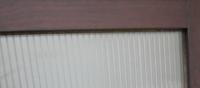 シールの糊の剥がし方 凹凸のある、透明のプラスチックの板にシールを貼っていましたが、剥がしました。  結構強力な粘着力だった為、プラスチックの板は糊でベタベタしています。  このベタベタを取るにはどうし...