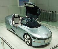 フォルクスワーゲンL1みたいな車 日本は発売しないのかな?  軽自動車よりも小さいし 超小型モビリティなんざよりよっぽどいいわ