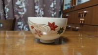 この抹茶茶碗は仁清 青楓 宮地英香作でしょうか? 我が家で長い間紙の箱だけが残っており中身と思われる茶碗が出て来たのですが、通販のサイトにでている同名のお品ものとは違っているような。  だとしたらこの茶...