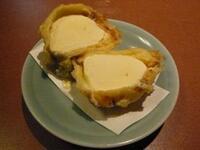 アイスクリームの天ぷらってアイスクリームを油で揚げる訳ですが、油の熱でアイスは溶けてしまわないのでしょうか?衣に包まれているから溶けないのでしょうか? また、作ったり召し上がった事 はありますか?
