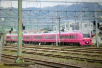 先ほど新潟の直江津駅で、変わった列車を見ました つい見つけて写真を撮ろうとしたらすぐに富山方面?もしくは長野方面に向かって走って行ってしまいました、最近ここは第三セクターになりJRの色んな電車が来なく...