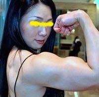 身長が183cmあって筋肉がムキムキの女が同級生や会社の同期だったら、やっぱり怖いでしょうか?  男性からしたら、恋愛対象としての「女」として見てもらえるでしょうか? ちなみに体重は80kgもあります。