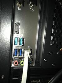 USBの端子について質問です。下の画像は、パソコン(デスクトップ)本体の背面の画像です。青い端子は、USB 3.0ですよね。その上の青緑の端子は何ですか?