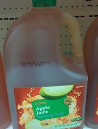 リンゴジュースを放置したら、炭酸っぽくなりました。何が起きたのでしょうか? 画像のようなタイプの、大量のリンゴジュースを買ったのですが、味に飽きてしまい、半分くらい残して、常温で放置してしまいました...