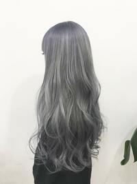 髪の毛全体をこんな感じのシルバーでカラーしてインナーカラーを入れたいのですがどんな色が合うと思いますか?