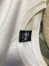 このステューシーは本物ですか? メルカリで買いました。 下には株式会社ジャックと書かれた洗濯マークタグもついです