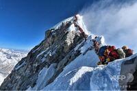 エベレストと槍ヶ岳の山頂とどっちが待ち時間長いですか?
