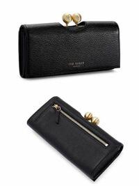 アラフォーですがこのお財布は若すぎますか? よろしくお願いします。