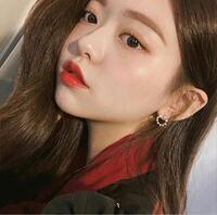 何故韓国人は口角が上がっている美しい唇の人が多いのですか?