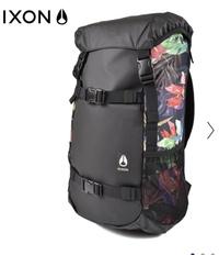 ロングフィンを持ち歩けるバッグパック探しています。こういった写真のタイプに取り付けて持ち歩くって可能なのでしょうか…?  もし、ロングフィンをバッグパックに取り付けている方がいらっ しゃいましたら、...