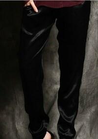 このズボンの生地はスーパー戦隊の服の生地と似ていると思いますか?