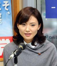 金子恵美さんはどんなに狭くても旦那とぴったりくっ付いて寝るそうです。うらやましくないですか。美人だし。