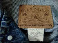 このタグが付いているGAPのデニムジャケットを持つているのですが、いつ頃のものでしょうか。  今ではなかなか見られないMADE IN USAと記載されていますが、古着としての希少価値はありそ うですか。