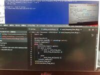 Visual Studio Code で赤い波線が出ていて、実行しようとするとエラーが起きます。 なにが間違っているのかわからないです。 右上の画像は、先生の見本です。 本当に初心者なので変なことを言っているかもしれま...