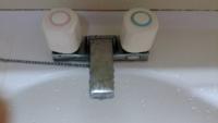 水道蛇口からシャーという音がします 他で水道使うと音が消えます 何か故障でしょうか?