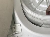 洗濯機の液体洗剤を入れる場所を間違えました。 下の写真(汚くてすみません‥)の所に間違えて液体洗剤を入れて洗濯してしまいました。  終わってから液体洗剤投入口を見つけてしまい‥(;_;) ちゃんと洗えたのでしょうか??  そしてこれは何の穴ですか??